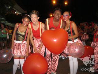 Mais um ano a galerinha do Bloco Zanzuê Kids contagiou a avenida e a Banda Timbaleira mais uma vez desce na avenida com a galerinha com muita alegria. Parabéns Paulinho Guedes e a Prefeitura Municipal por proporcionar essa festa.